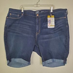 Signature Levi Strauss Mid-Rise Shorts 28 or 3X